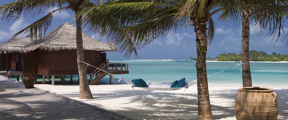 Hi_AVEL_61912005_Boardwalk_from_beach_to_Over_Water_Bungalows-6c45c4f2ea5cc62a5fb678a309e1aad3.jpg